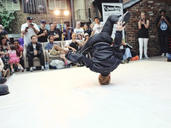 breakdancing-1450054_1920